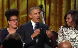 """Tổng thống Mỹ ngẫu hứng hát khiến phu nhân """"tròn mắt"""" ngạc nhiên"""