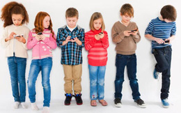 Trẻ bao nhiêu tuổi mới nên cho dùng smartphone?