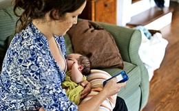 Trẻ có nguy cơ bị trầm cảm nếu mẹ vừa dùng điện thoại vừa cho con bú