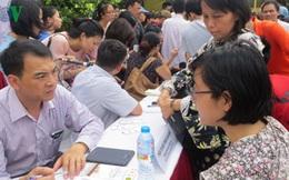Phụ huynh lại lặn lội lên Hà Nội tìm đại học phù hợp cho con