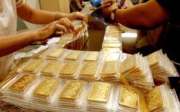 Đội mưa đi xe đạp mua 23 cây vàng trước lúc giá leo lên 40 triệu đồng