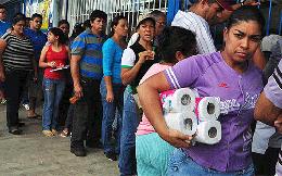 Ở Venezuela, người ta đánh nhau chỉ vì một cuộn giấy vệ sinh