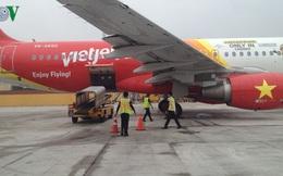 Tăng giá dịch vụ hàng không: Giá vé máy bay có tăng theo?