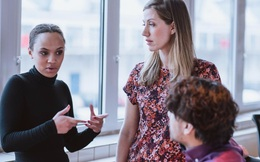 Nếu phụ nữ muốn thăng tiến nhanh, hãy làm việc cho 10 công ty sau!