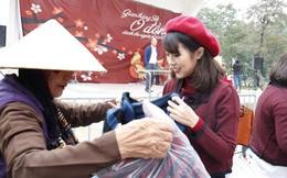 Ấm lòng phiên chợ Tết giá 0 đồng cho người nghèo ở Hà Nội