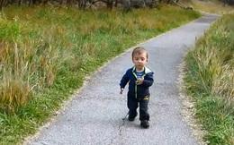Suy nghĩ khiến người lớn nể phục của cậu bé 6 tuổi nhưng vóc dáng như trẻ lên 1