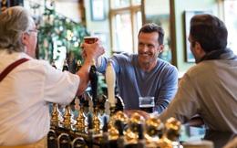 Gần 900.000 lao động Anh sắp thất nghiệp vì giới trẻ không chịu đến quán rượu