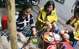 """Gánh bún ốc vỉa hè Hà Nội sau ngày lên sóng CNN: """"Tôi phải đuổi những vị khách đến chỉ vì hiếu kỳ"""""""