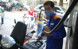 [Infographic] Tiêu thụ xăng dầu của người Việt đang ở đâu trong khu vực?