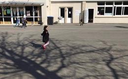 Mẹ Việt cho con đi học mẫu giáo ở Pháp: Trẻ không tự xúc ăn sẽ bị trả về... huấn luyện lại