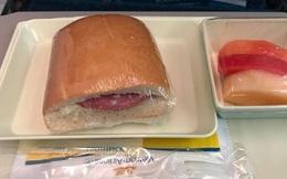 Chất lượng bữa ăn nhẹ của Vietnam Airlines và cách chê bai gây tranh cãi của một hành khách