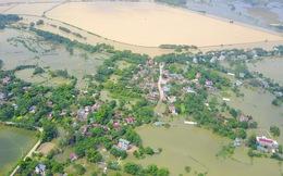 Ảnh: Hà Nội chìm trong biển nước sau 5 ngày lũ về, dân đập tường thành lỗ chui lấy lương thực