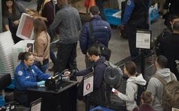 """Mỹ tuyên bố lệnh cấm nhập cảnh áp dụng với cả người có """"thẻ xanh"""""""