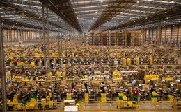 Áp lực chỉ tiêu quá lớn, công nhân tại nhà máy mới của Amazon phải làm việc đến 55 giờ mỗi tuần và có thể ngủ gật bất cứ lúc nào
