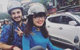 Nữ sinh làm xe ôm cho khách Tây để học tiếng Anh