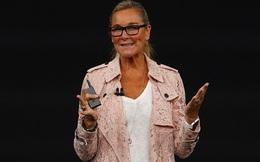 Tại sao chuyện sếp nữ Apple mặc gì lên sân khấu sự kiện iPhone X lại đáng để chúng ta quan tâm?