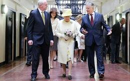 Bí mật quanh đôi giày 50 năm tuổi vẫn đi tốt của Nữ hoàng Anh