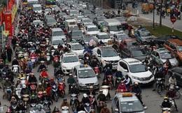Bất chấp vỉa hè ngày càng khó tìm chỗ đỗ xe hơn, người Việt vẫn mua hơn 600 ô tô mỗi ngày