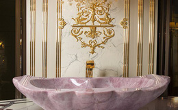 Choáng ngợp với bồn tắm bằng đá quý thạch anh trong biệt thự triệu đô của giới siêu giàu