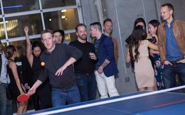 2 lãnh đạo Uber và Facebook đi sinh nhật bạn, chơi bóng bàn cùng nhau