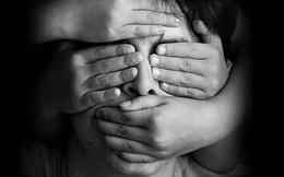 Cứ 100 trẻ em thì có 13 trẻ bị xâm hại tình dục và quy tắc 5 ngón tay phụ huynh nào cũng nên biết để dạy con
