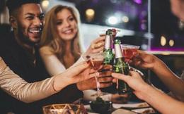 Nghiên cứu khoa học mới: Uống rượu hóa ra lại tốt cho người mới học ngoại ngữ