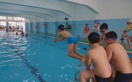 Lớp phổ cập bơi miễn phí ở quận Cầu Giấy và bài toán tỷ lệ tử vong do đuối nước cực cao ở Việt Nam