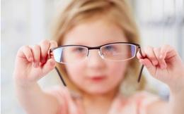 Bố mẹ không cận nhưng con lại '4 mắt' ngay từ nhỏ: Thủ phạm rất có thể chính là đồ ngọt!