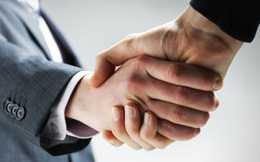 Gặp đối tác người nước ngoài, bắt tay thế nào để tỏ ra mình vừa lịch sự vừa có hiểu biết?
