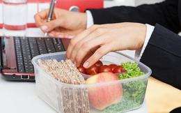 Biết hậu họa khôn lường này dân văn phòng còn dám ăn trưa tại bàn làm việc?