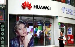 Huawei đốt tiền đấu với Samsung, Apple, tự làm suy yếu bản thân