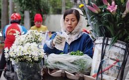 Chùm ảnh: Người Hà Nội co ro xuống phố trong cái lạnh kỷ lục từ đầu mùa