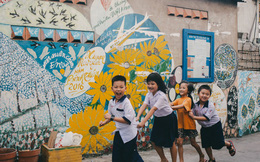 Tìm đâu xa xôi, nhìn những bức vẽ của ông giáo già trên ngõ hẻm Sài Gòn là thấy Tết về gần lắm rồi!