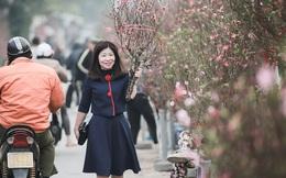 Những ngày cuối năm, Hà Nội rét mướt nhưng người dân vẫn hối hả lao ra đường sắm sửa đón Tết