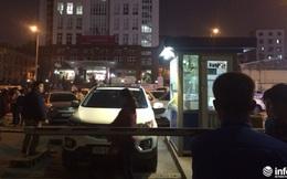 Ô tô của cư dân Hồ Gươm Plaza bị chặn đường xuống hầm