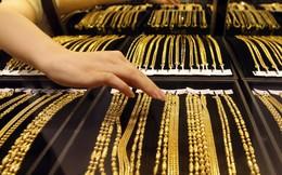 Trở thành tỷ phú đô la nhờ kinh doanh nhượng quyền hàng nghìn cửa hàng vàng bạc đá quý