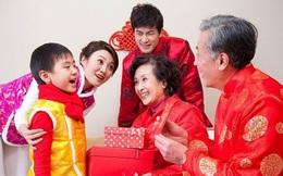 Hết tết rồi, bố mẹ có nên lấy hết tiền mừng tuổi của con  không?