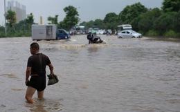 """Hà Nội: Lộ những điểm đen """"hễ mưa là ngập"""" người mua nhà nên cân nhắc"""