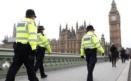 Tại sao khủng bố ngay tại Nghị viện nhưng cảnh sát Anh vẫn không chịu mang súng?