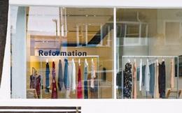 """Thay vì nhân viên, cửa hàng thời trang này lại sử dụng máy móc để phục vụ những vị khách """"ngại giao tiếp"""""""