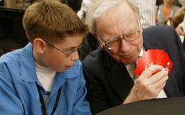 Ngạc nhiên trước trò tiêu khiển mà tỉ phú Warren Buffett dành 8 tiếng 1 tuần: Đó là trò chơi phù hợp và cho bạn nhìn thấy sự thử thách trí tuệ ngay cả khi ở tuổi 90