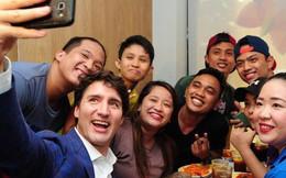 Thủ tướng điển trai Justin Trudeau đi mua gà rán, nước dâu tây và vui vẻ selfie với người hâm mộ tại Philippines