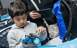 Lo sợ con cái mất việc vì AI, mẹ bỉm sữa Trung Quốc đang chi cả chục nghìn đô dạy con học code, làm robot