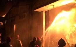 Cháy nổ lớn tại nhà kho sát trung tâm Sài Gòn