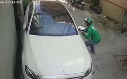 Thanh niên mặc áo GrabBike trộm gương xe Mercedes-Benz của người nổi tiếng giữa ban ngày