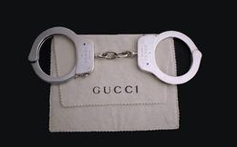 Gần 1,5 tỷ đồng là cái giá phải trả để sở hữu chiếc còng tay bằng bạc của Gucci