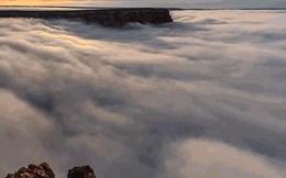 Hiện tượng thiên nhiên hiếm gặp này biến mặt đất thành chốn bồng lai tiên cảnh, mây trôi như sóng vỗ vào bờ