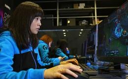 Cuộc sống đầy gian truân của các nữ game thủ chuyên nghiệp Trung Quốc, mỗi ngày tập luyện 8 tiếng, xinh đẹp, hát hay, múa giỏi mới được ưu tiên