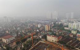 Sương mù dày đặc bao trùm toàn bộ TP Hà Nội, các phương tiện phải bật đèn chiếu sáng tránh va chạm