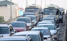 Dòng xe ùn ùn đổ về Thủ đô, tắc cứng ở đường vành đai 3